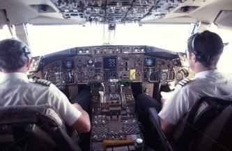 pilot-and-co-pilot-on-flight-deck-of-passenger-jet-airliner-a517td