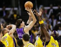 team-defense-capt_las10902240643_kings_lakers_basketball_las109_001