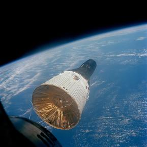 Gemini 7 rendezvous with Gemini 6